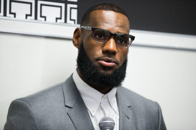 "Thousands petition for<a href=""https://sports.yahoo.com/nba/players/3704/"">LeBron James</a>as U.S. Secretary of E"