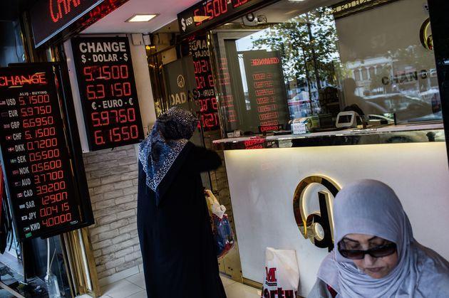 Κατήφορος για την τουρκική λίρα. «Κάντε κάτι γρήγορα» λέει στην Τουρκία ο