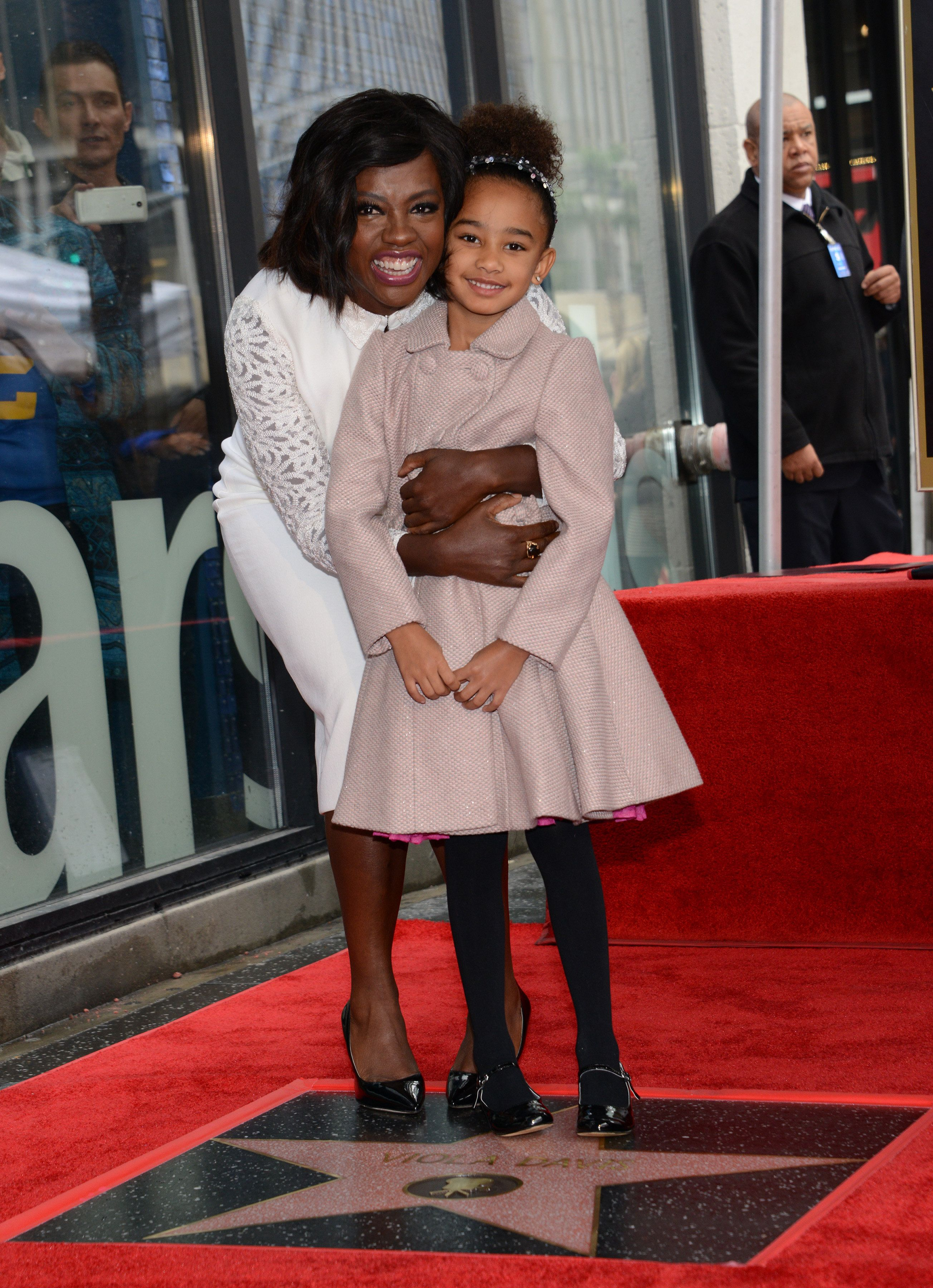Viola Davis, with daughter Genesis, attends her Walk of Fame ceremony at 7013 Hollywood blvd in Hollywood, on January 5, 2017. / AFP / CHRIS DELMAS        (Photo credit should read CHRIS DELMAS/AFP/Getty Images)
