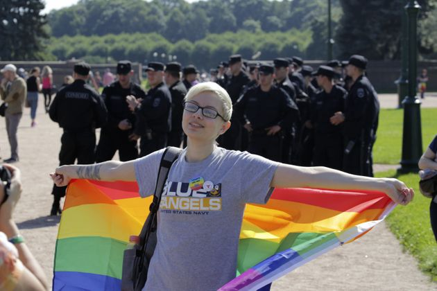 상트페테르부르크에서 25명의 러시아 LGBTQ 활동가가 경찰에