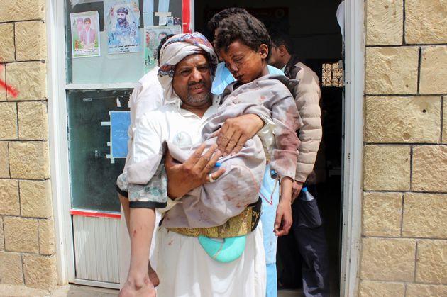 사우디의 예멘 반군 공습으로 '어린이 포함' 수십명이