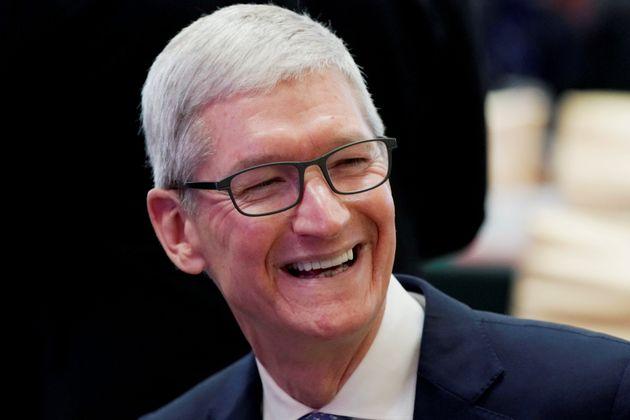 팀 쿡 애플 CEO가 성소수자들은 이 세상에 '유일무이하고 특별한 선물'이라고