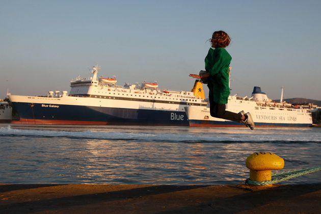 Αυξημένη κίνηση στα λιμάνια για την παραδοσιακή έξοδο του