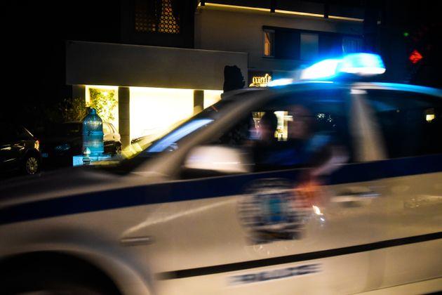 Παράξενο περιστατικό με πυροβολισμούς και μαχαιρώματα στου