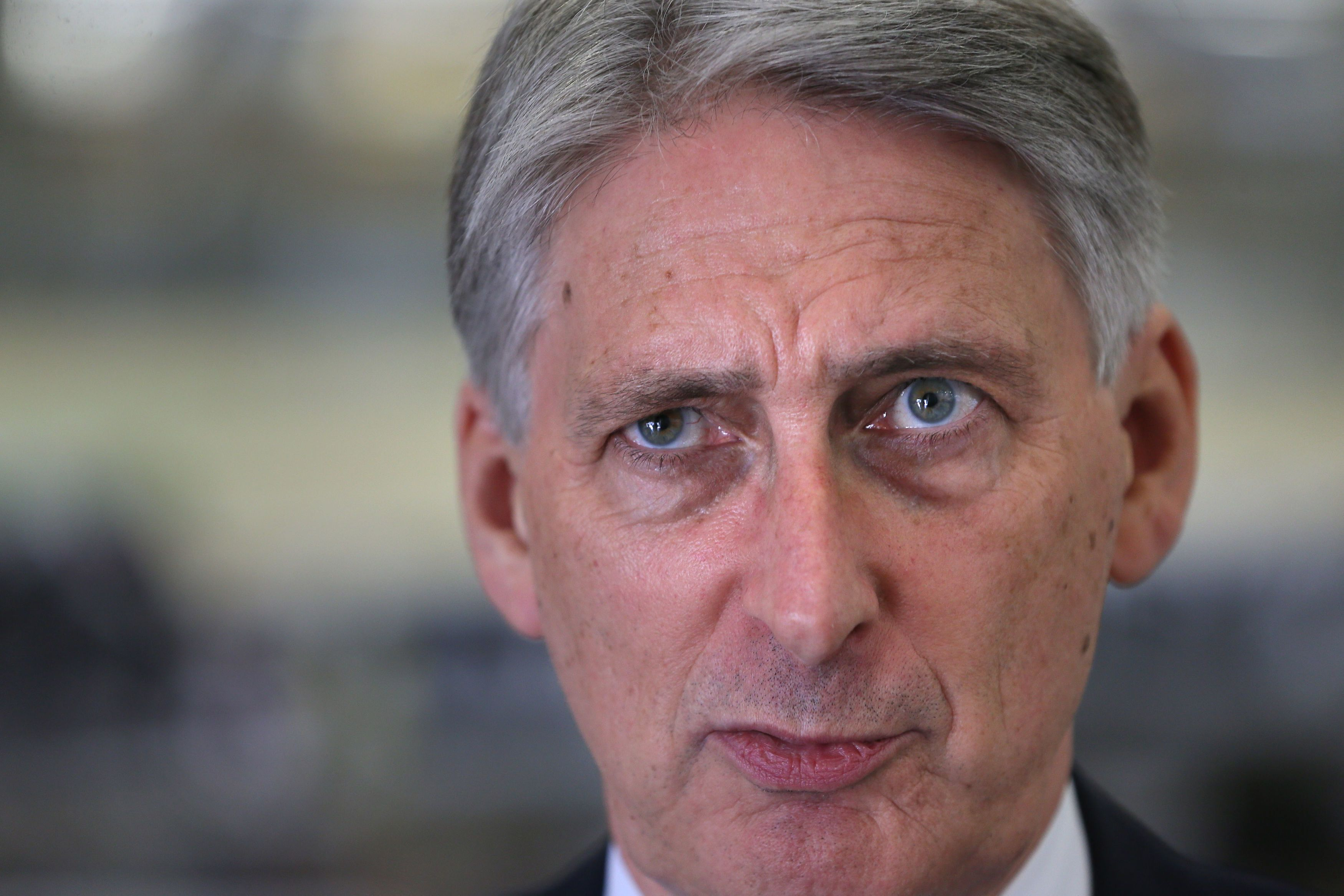 Hammond edging towards imposing online retailers' tax