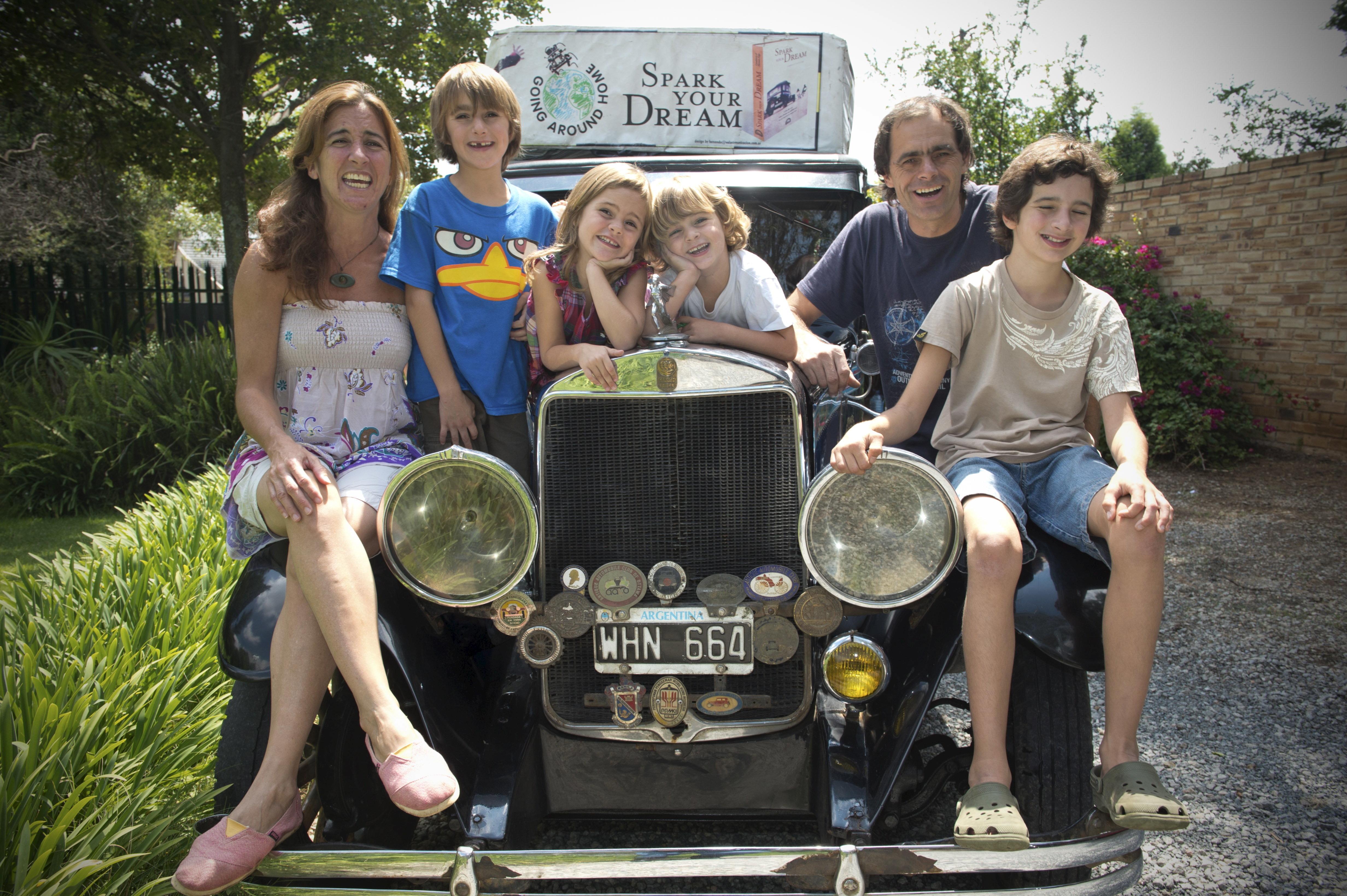 A bord d'une berline de 1928, une famille argentine sillonne les 5