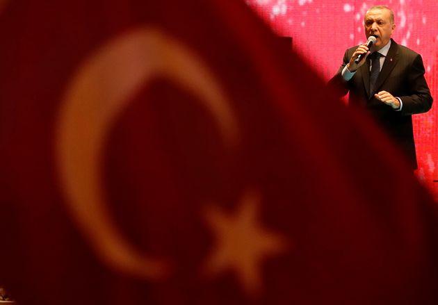Τελεσίγραφο Ερντογάν σε Τραμπ: H Toυρκία γονατίζει μόνο στο