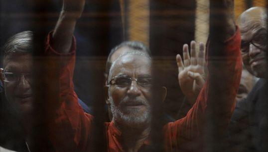 """Égypte : prison à perpétuité pour le guide suprême des """"Frères"""