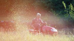 Verlobung mit dem Rasenmäher – Bayer macht verrückten