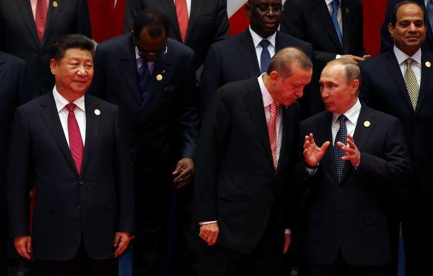 Σε Ρωσία και Κίνα στρέφεται ο Ερντογάν μετά την «πισώπλατη μαχαιριά»