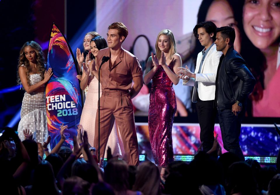 INGLEWOOD, CA - AUGUST 12:  (L-R) Vanessa Morgan, Madelaine Petsch, Camila Mendes, KJ Apa, Lili Reinhart, Cole Sprouse and Ma