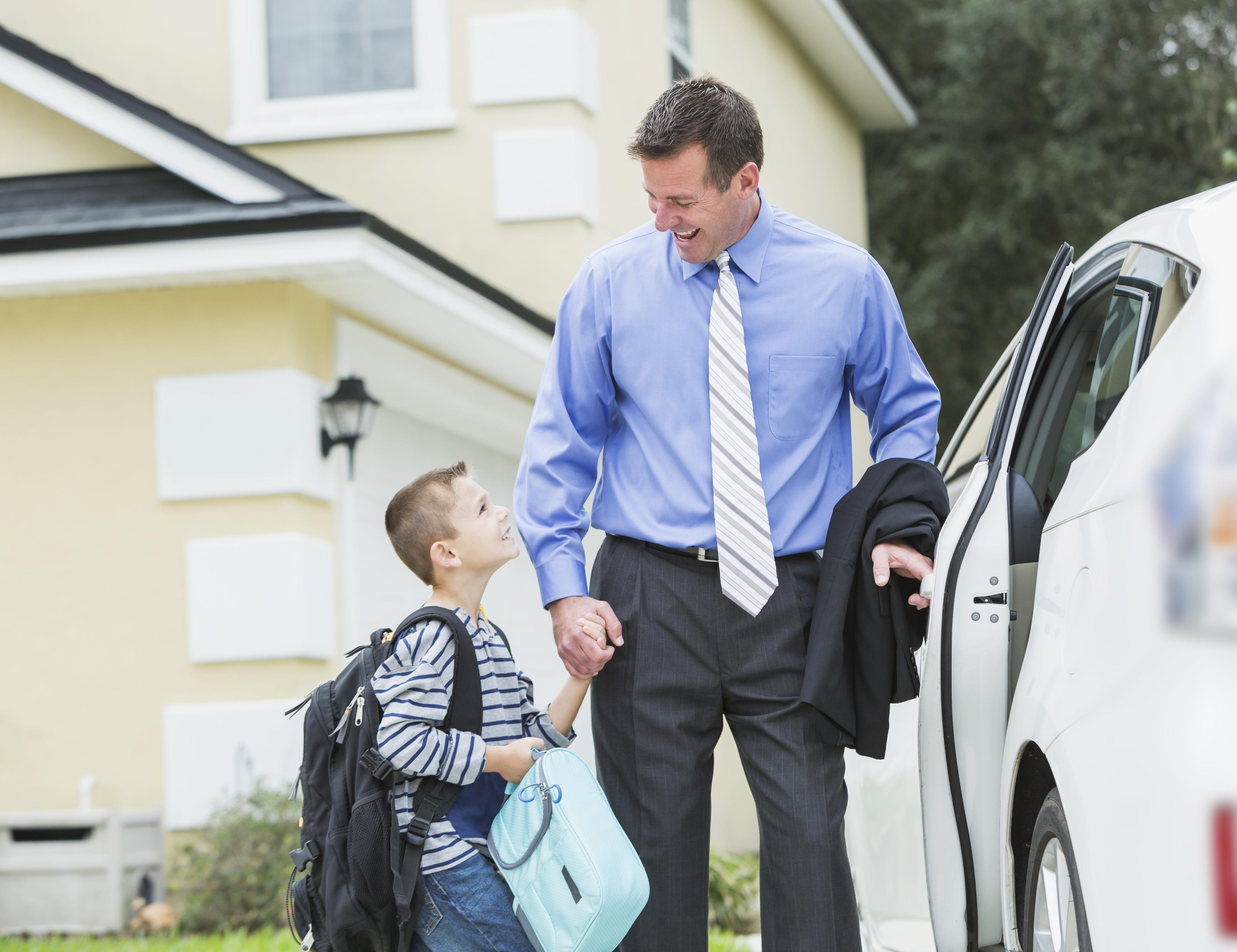 Η διεύθυνση του σχολείου στέλνει επιστολή για απουσίες σε μαθητή. Ο πατέρας την επιστρέφει...