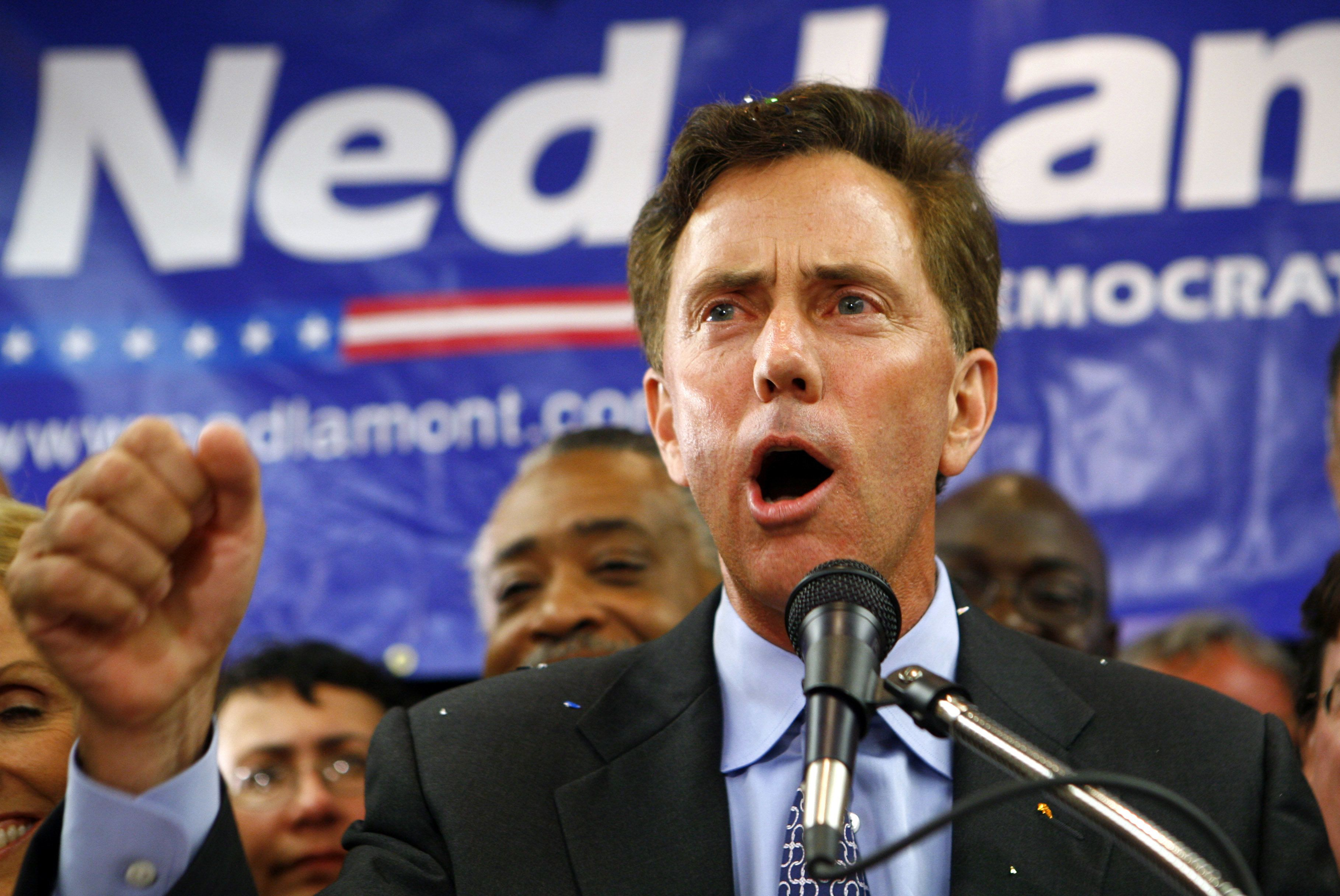 Millionaire cable television executive Ned Lamont addresses his supporters after winning the Connecticut Democratic primary election for U.S. Senate at his election night headquarters in Meriden, Connecticut, August 8, 2006. Lamont defeated three-term Senate veteran and one-time Democratic vice presidential candidate Joseph Lieberman.  REUTERS/Mike Segar (UNITED STATES)