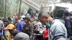 8명 사망 인니 비행기 추락, 아버지가 안고 뛴 12살 소년만