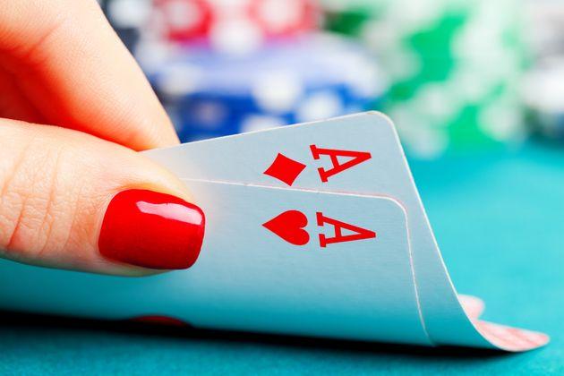 Η συγγραφέας που έμαθε πόκερ για το νέο της βιβλίο σήμερα κερδίζει λεφτά που ούτε η ίδια φανταζόταν