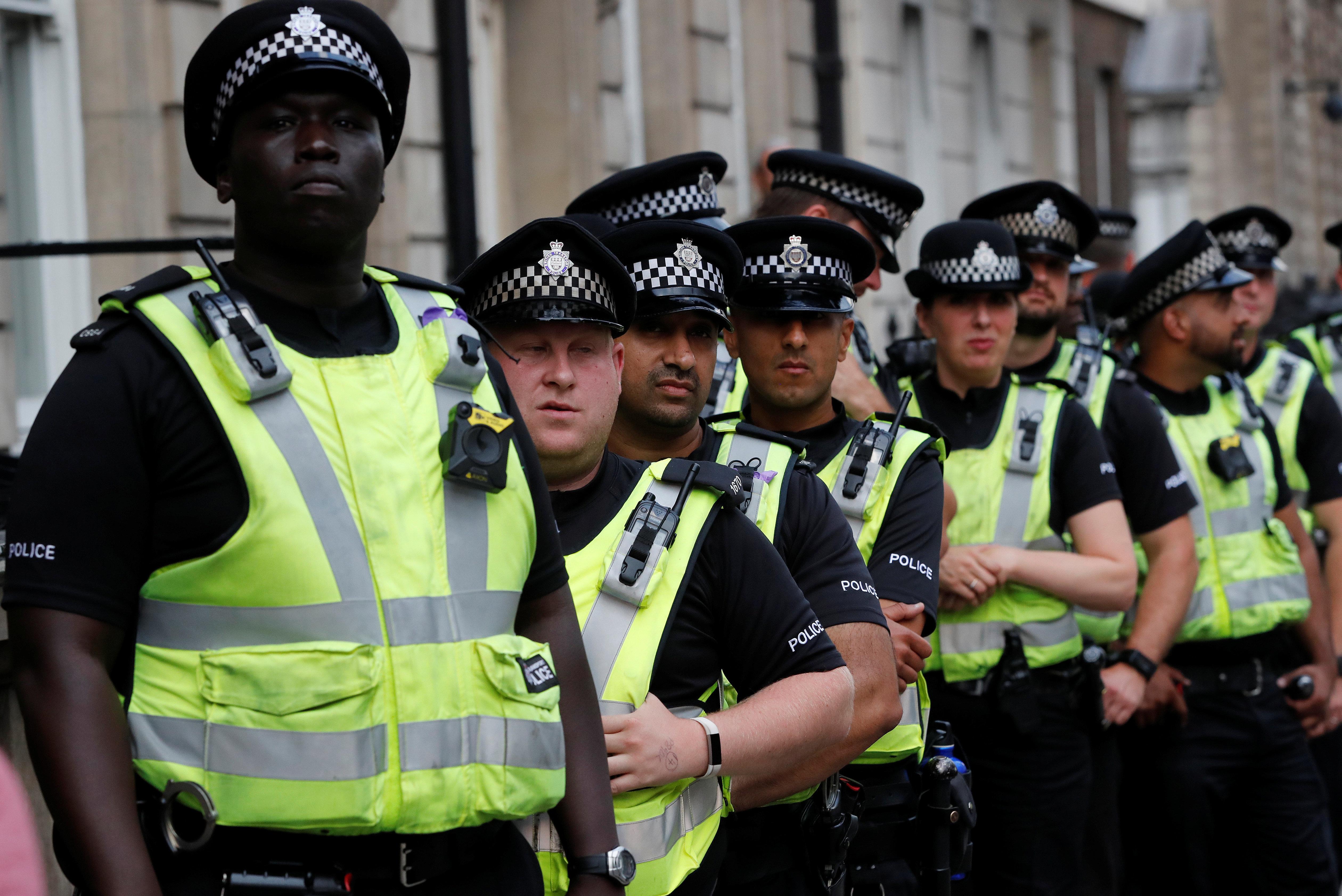 Londres: Une voiture fonce sur les barrières du Parlement, un homme
