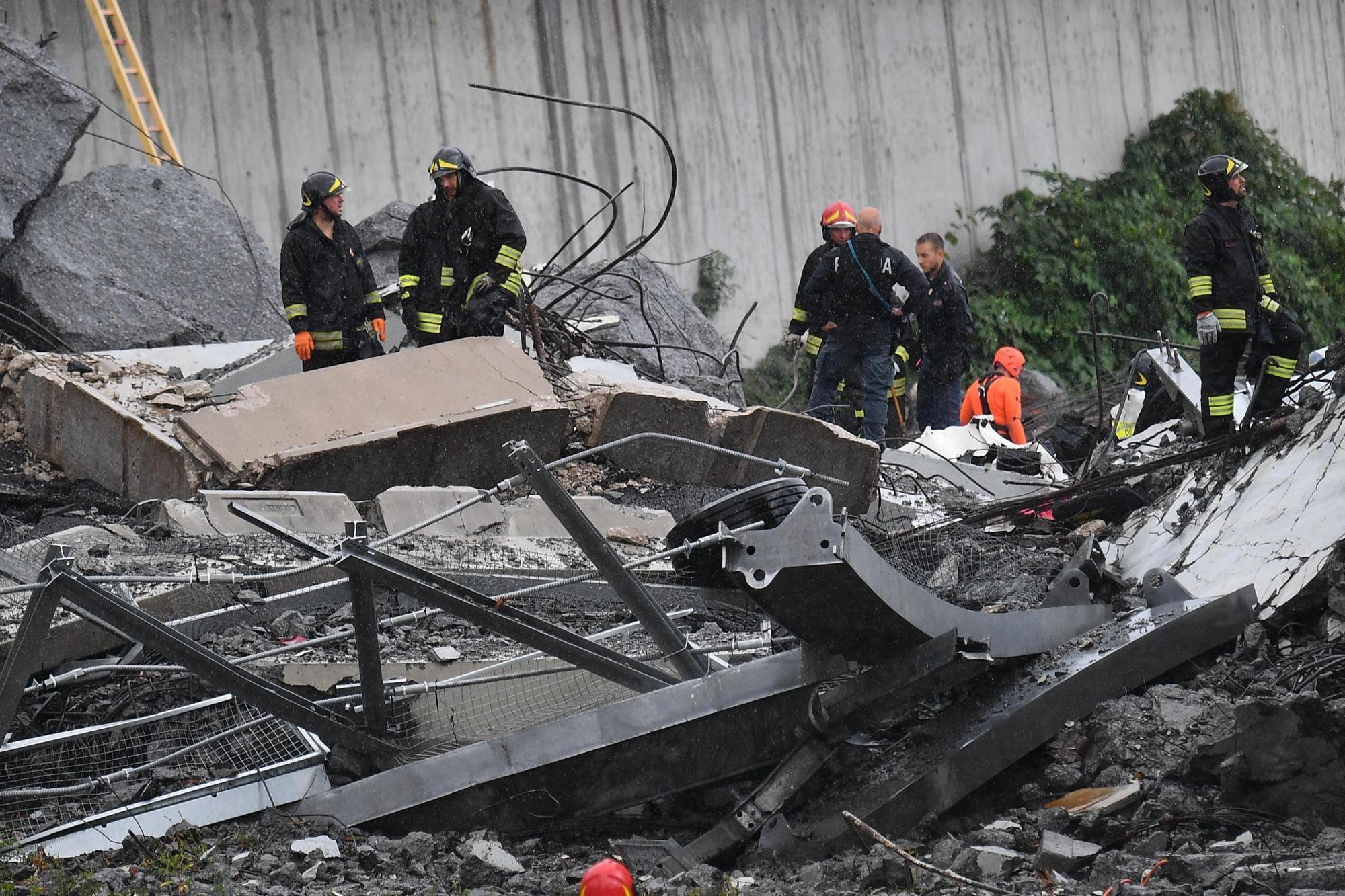 이탈리아 제노바에서 다리가 무너져 최소 22명이