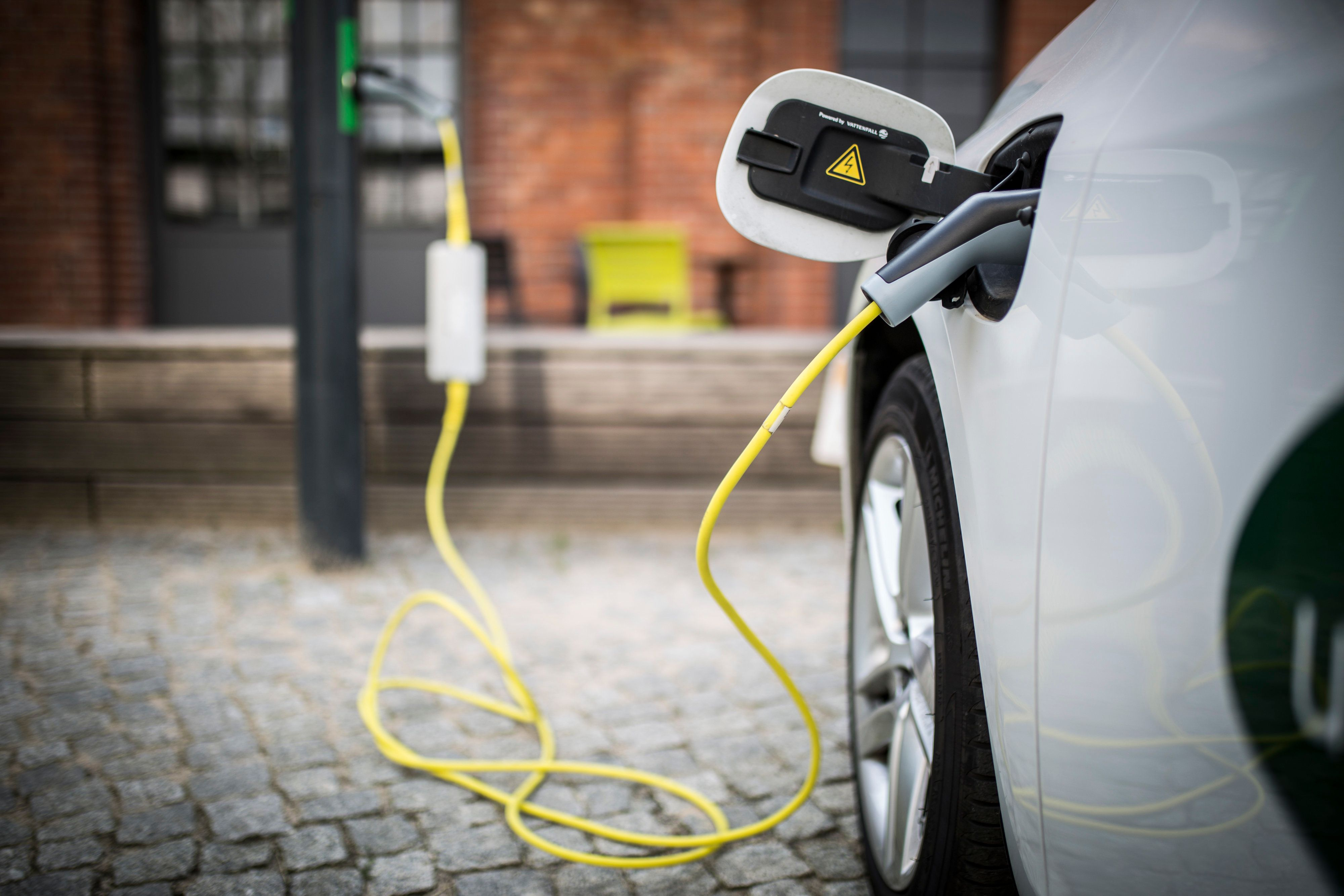 POWER UP: Electric Cars Could Soon Be Charged In Seconds With A New 'Flow