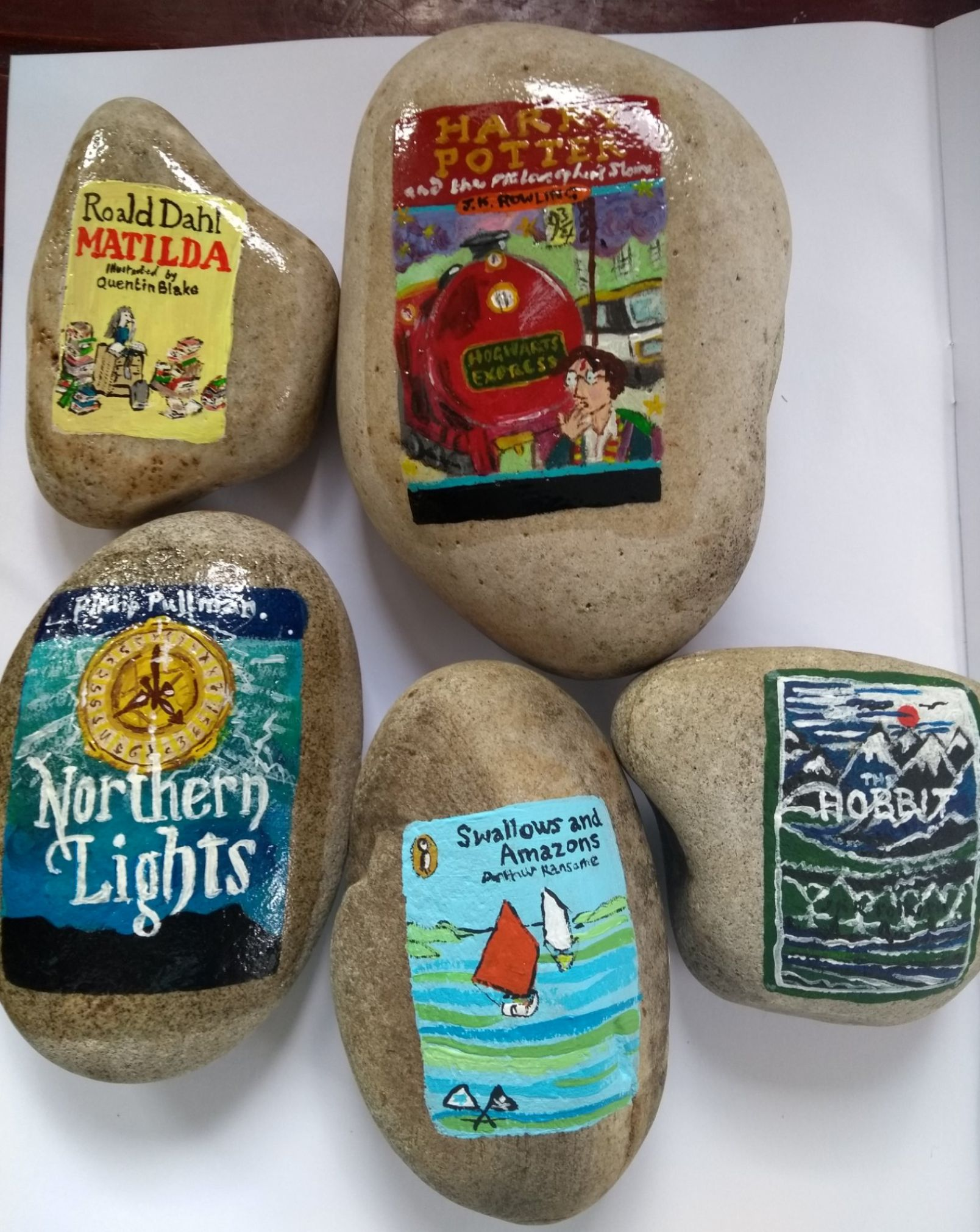 Creative Teacher Paints Stones As Book Covers To Get Kids Into