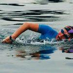 La nageuse tunisienne Faten Ghattas célèbre la fête de la femme en faisant Sfax-Kerkennah à la