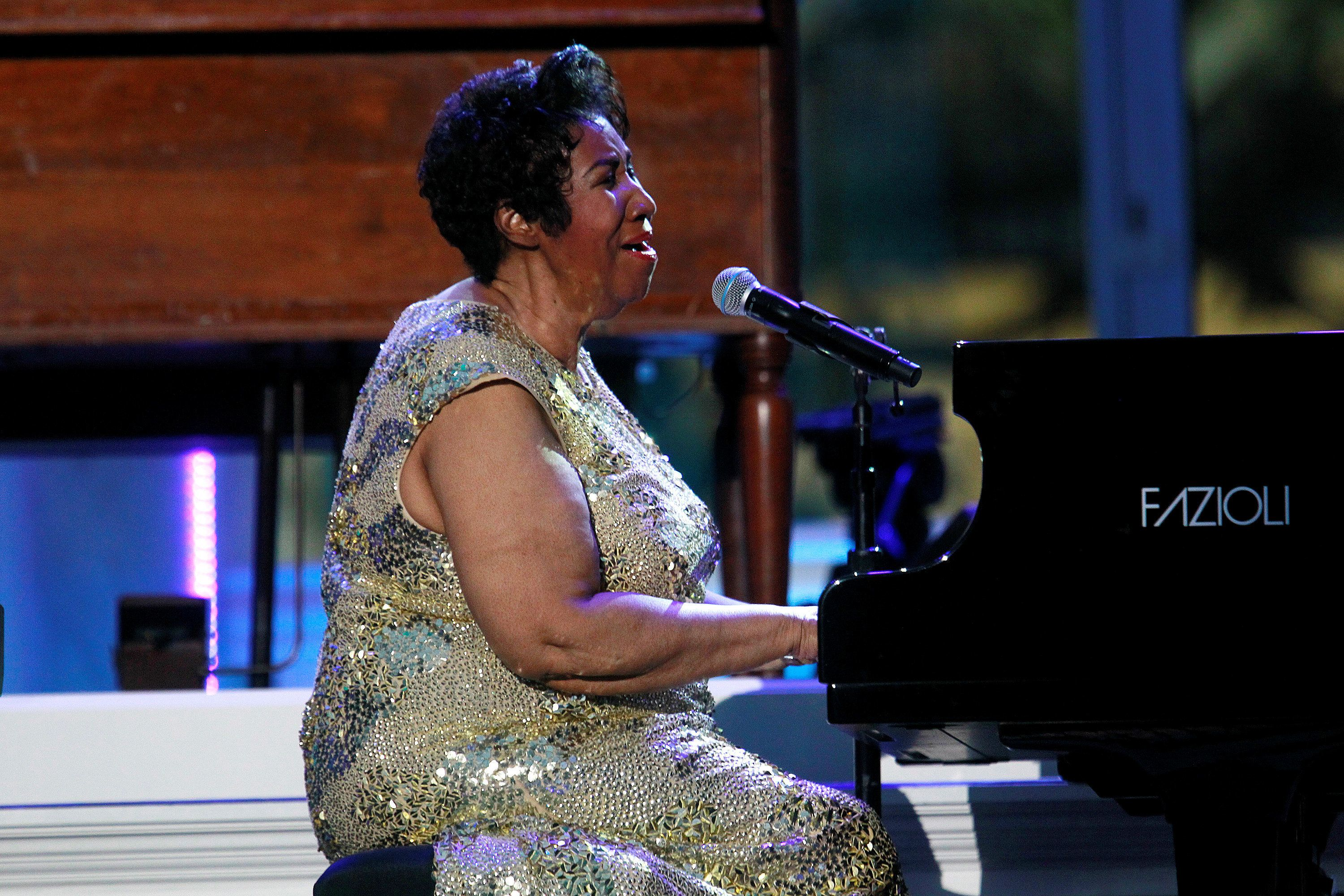 Stevie Wonder and Jesse Jackson visit ailing Aretha Franklin