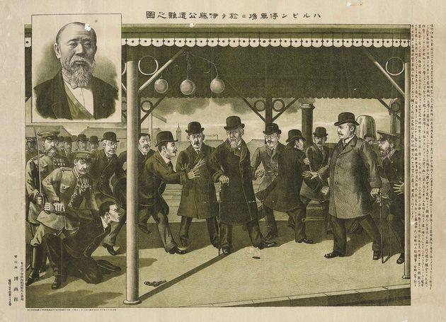 1909년 10월26일 중국 하얼빈역에서 안중근 의사가 저격에 성공한 뒤 붙잡힌 상태에서도 이토 히로부미를 날카롭게 노려보는 모습이 담긴