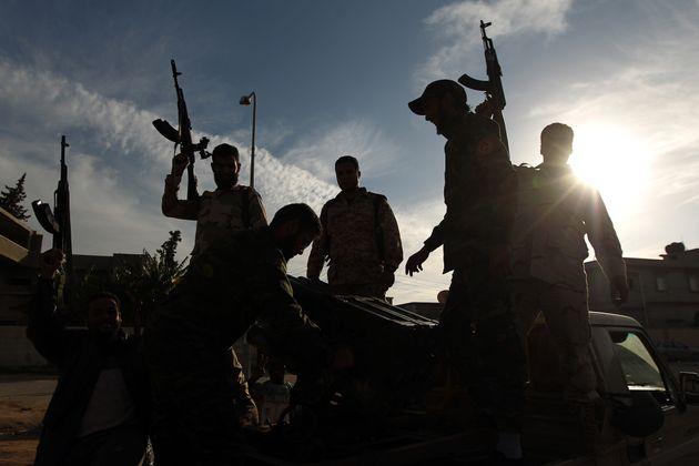 Λιβύη: Καταδίκη σε θάνατο 45 παραστρατιωτικών που κατηγορούνται πως σκότωσαν διαδηλωτές το