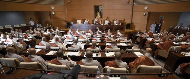 '제211회 대한불교조계종 중앙총회 임시회'가 16일 오전 서울 종로구 조계종 국제회의실에서 열리고