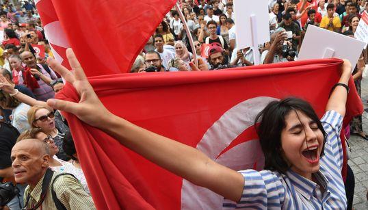 """Égalité dans l'héritage: La Tunisie, pionnière en matière de droits des femmes, est un """"exemple"""" pour la région selon"""