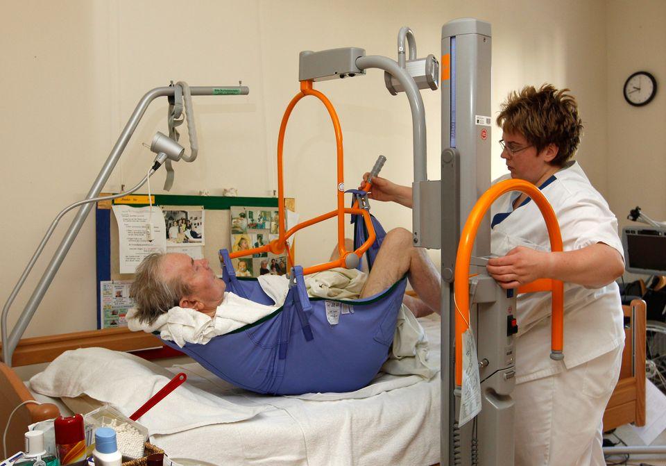 Der Alltag von Pflegekräften ist von Stress und Druck geprägt – zum Leid der