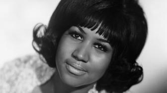Seated portrait of R&B singer Aretha Franklin during her youth. In this photo her left hand is featured prominently with a diamond bracelet on her wrist and engagement ring on her finger.