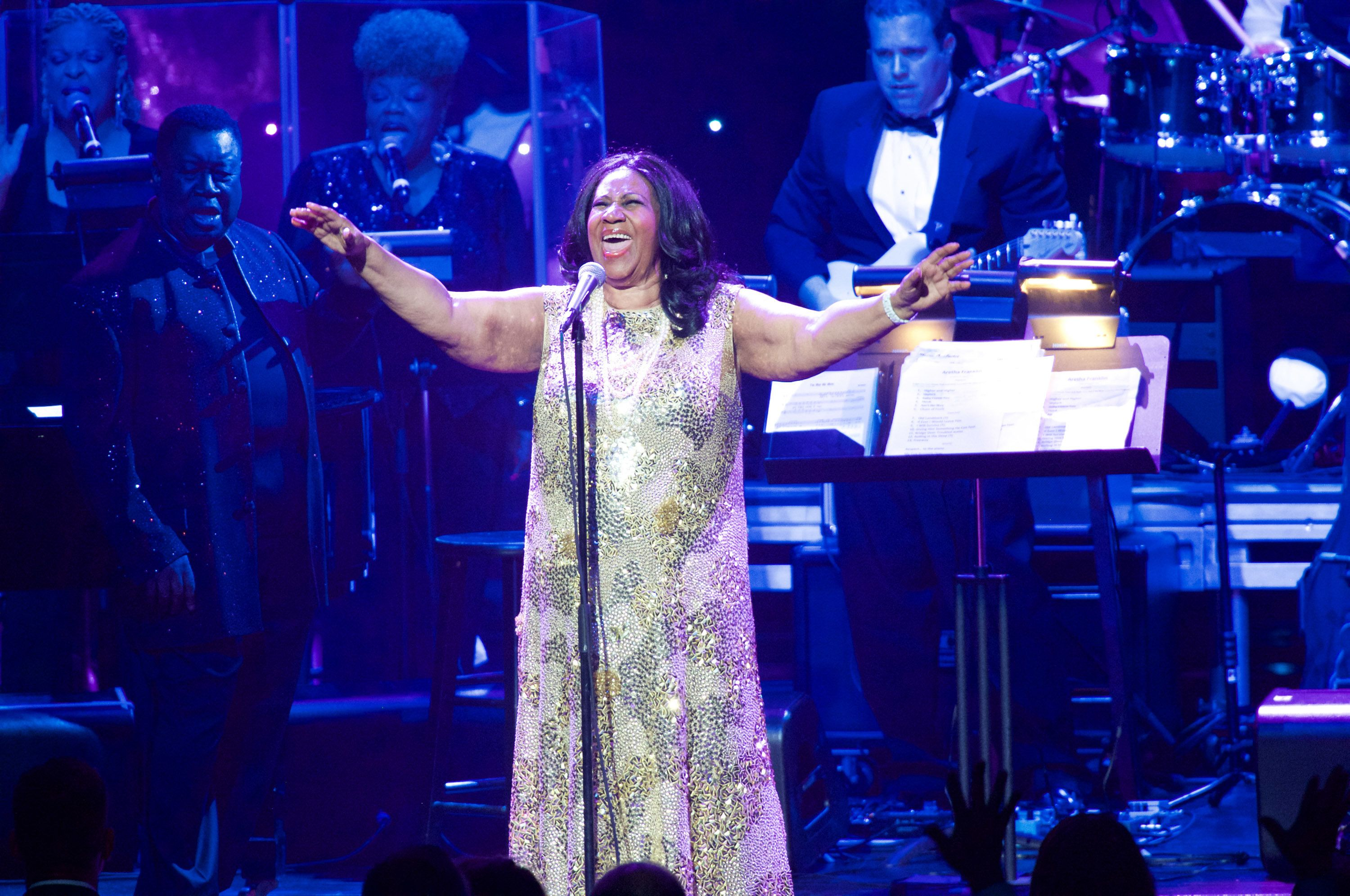 LOS ANGELES, CA - AUGUST 02: Aretha Franklin performs in concert at Microsoft Theater on August 2, 2015 in Los Angeles, California.  (Photo by Earl Gibson III/WireImage)