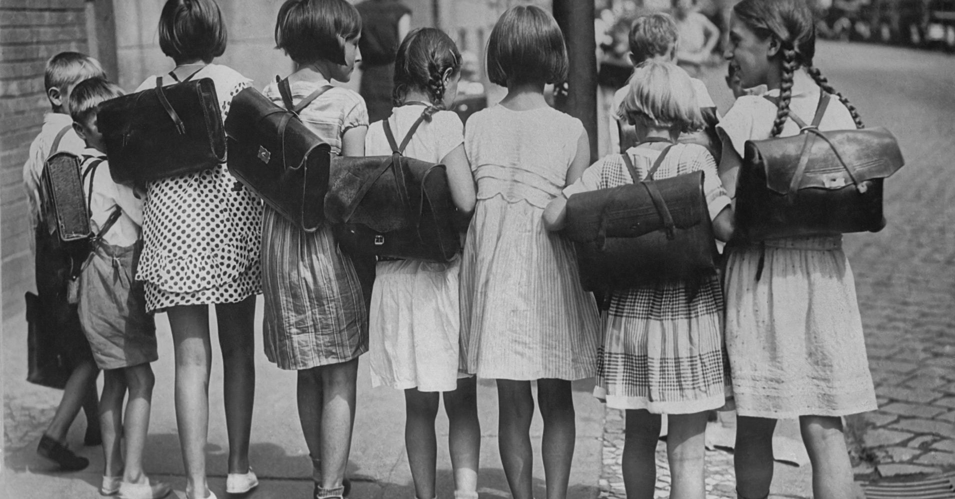 33 Vintage First-Day-Of-School Photos | HuffPost First Photograph Date