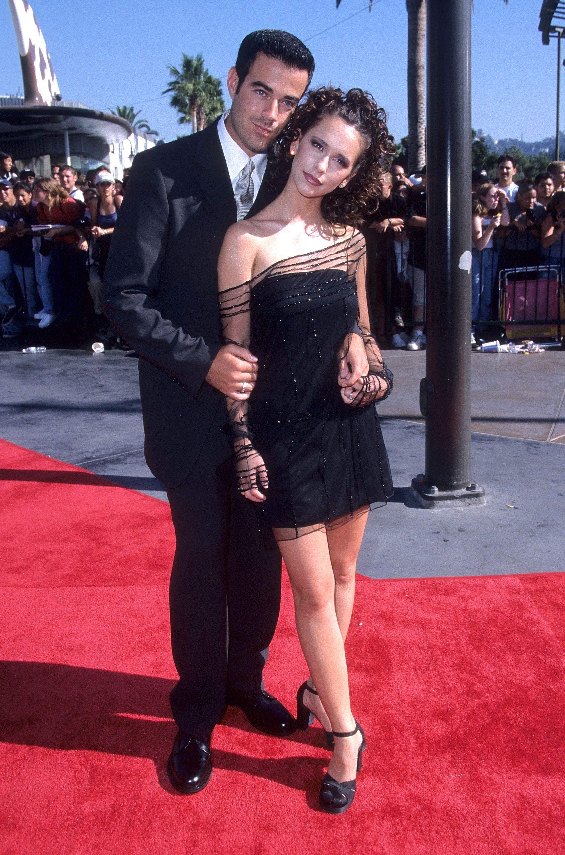 UNIVERSAL CITY, CA - SEPTEMBER 10:   MTV personality Carson Daly and actress Jennifer Love Hewitt attend the 15th Annual MTV Video Music Awards on September 10, 1998 at Universal Amphitheatre in Universal City, California. (Photo by Ron Galella, Ltd./WireImage)
