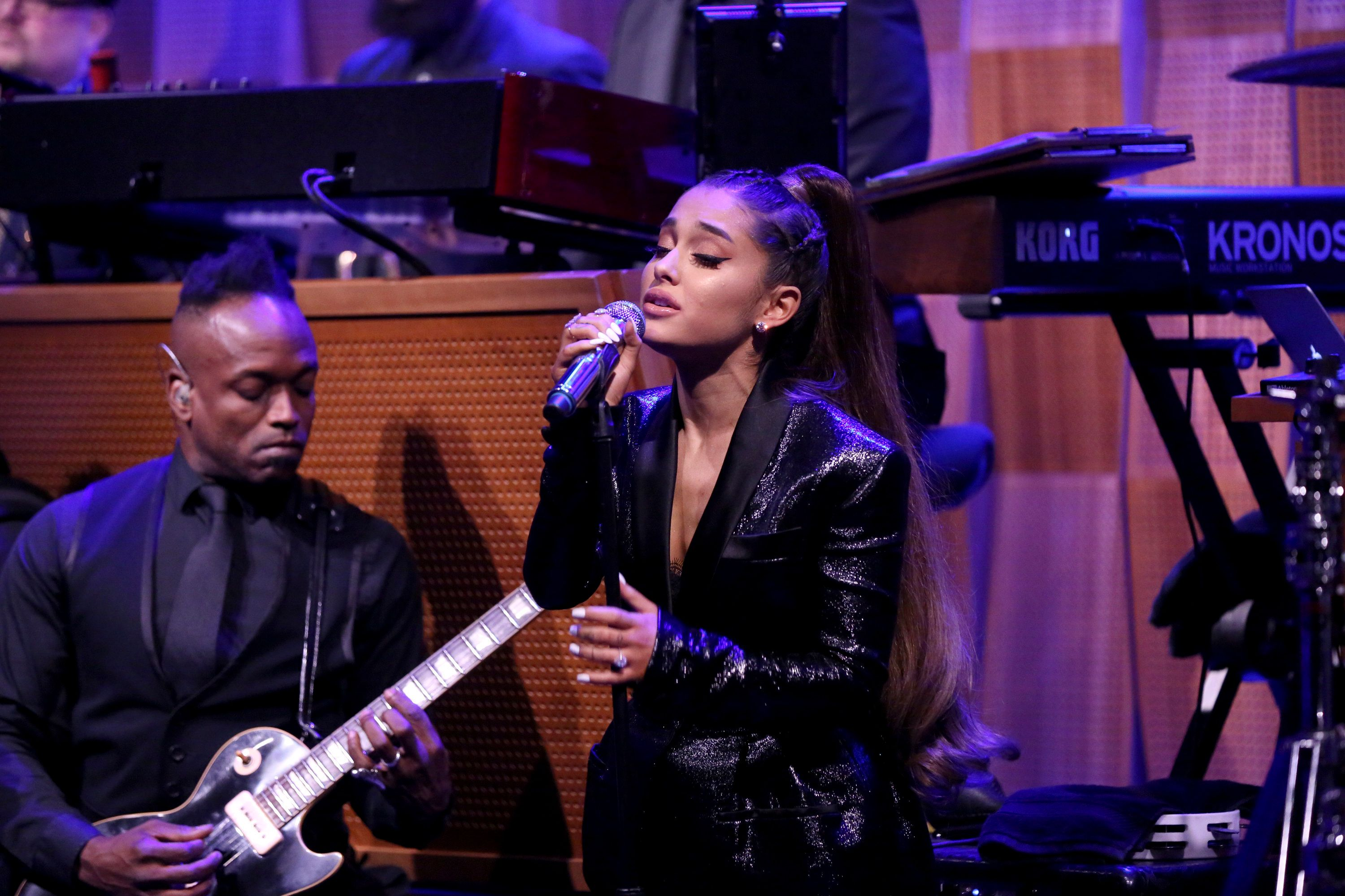 THE TONIGHT SHOW STARRING JIMMY FALLON -- Episode 0915 -- Pictured: Singer Ariana Grande performs 'Natural Woman' with The Roots on August 16, 2018 -- (Photo by: Andrew Lipovsky/NBC/NBCU Photo Bank via Getty Images)
