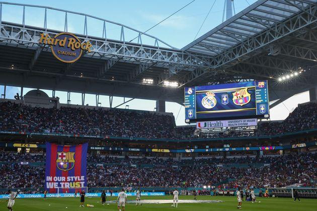 NFL 마이애미 돌핀스의 홈구장 '하드록 스타디움'에서 열린 '인터내셔널 챔피언스컵 2017'에서 레알 마드리드와 FC 마드리드의 경기가 열렸다. 마이애미, 미국. 2017년