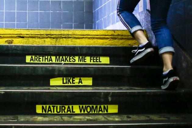 아레사 프랭클린을 추모하는 낙서에 뉴욕 지하철 당국이 보인