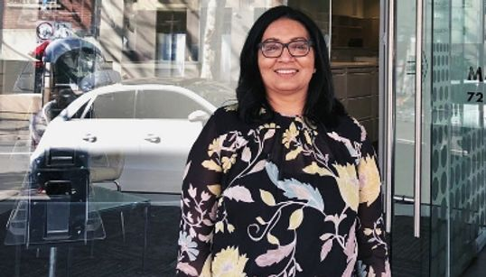 Mehreen Faruqi devient la première femme musulmane au Sénat