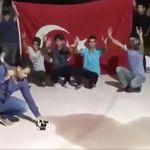 Erdogan-Fans zertrümmern ihre iPhones – das ist aus mehreren Gründen