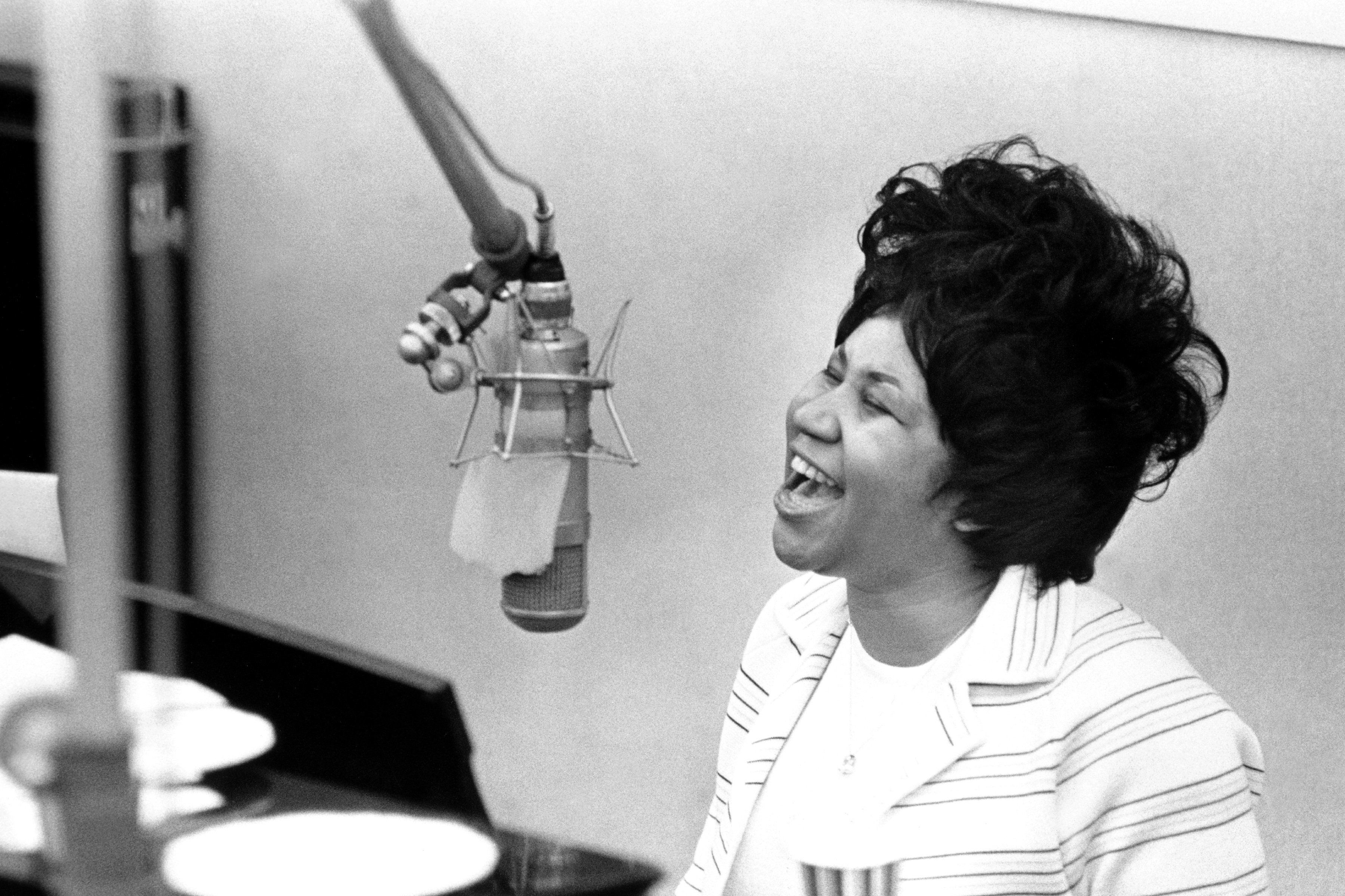 NEW YORK - JANUARY 10: Queen of soul Aretha Franklin during 'The Weight' recording session in the Atlantic Records recording studio on January 10, 1969 in New York City, New York. (Photo by Michael Ochs Archives/Getty Images)