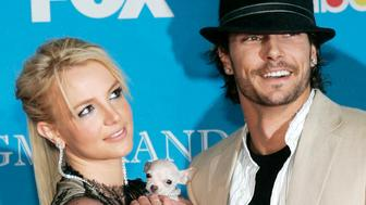 Britney Spears and Kevin Federline arrive for the 2004 Billboard Music Awards in Las Vegas, Nevada in this December 8, 2004 file photo. Spears will pay child support of $20,000 to Kevin Federline and will make a final payment of $250,000 to his legal firm, according to an agreement between the couple filed in court on July 25, 2008. The monthly child support payment amounts to a $5,000 increase over the total that Spears and Federline agreed to last year, the court papers showed. REUTERS/Steve Marcus/Files   (UNITED STATES)