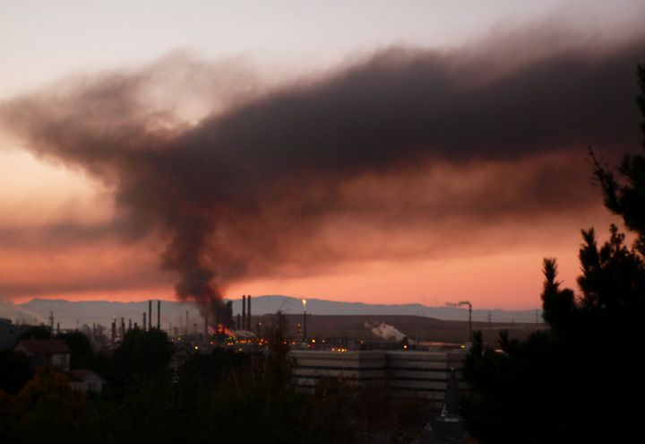 A plume of smoke emits from a fire that broke out at a Chevron oil refinery in Richmond, California August 6, 2012.