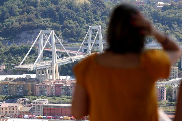 Πέντε άνθρωποι αγνοούνται μετά την κατάρρευση της γέφυρας στη