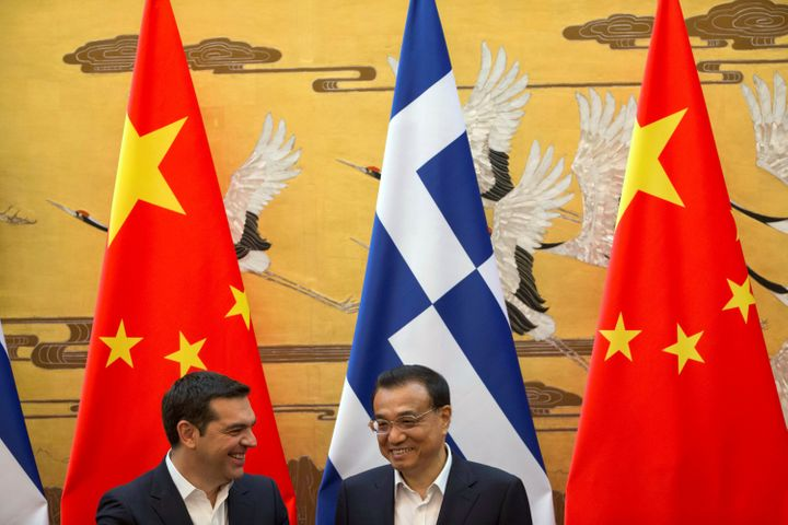 Chinese Premier Li Keqiang (R) chats with Greek Prime Minister Alexis Tsipras (L) during a signing ceremony held at the Great