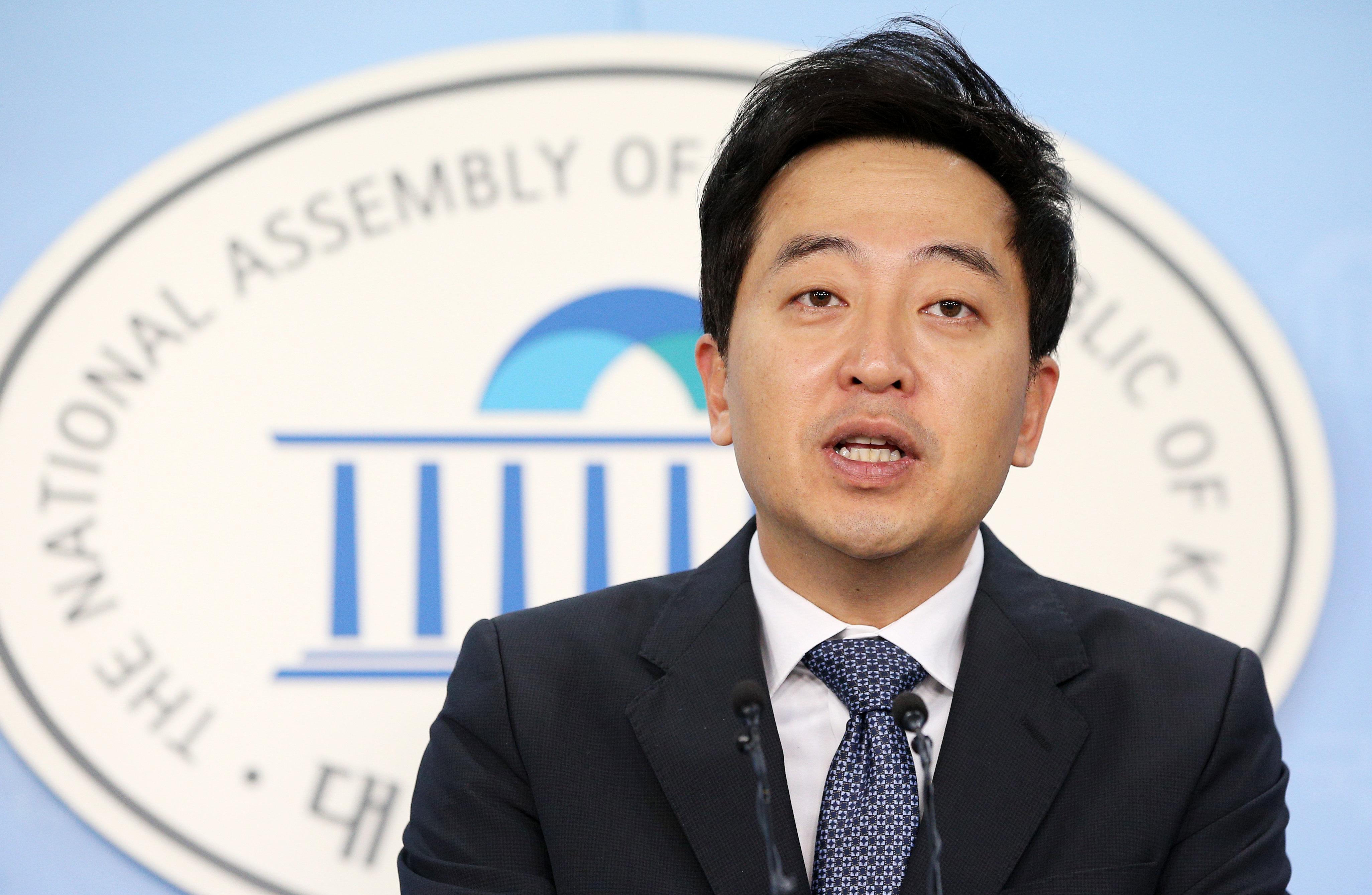 """금태섭 의원이 """"침을 뱉고 싶다""""며 법원에 던진 묵직한"""