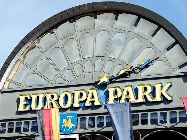 Europa-Park Rust: Schwebebahnen krachen ineinander – Feuerwehr rückt