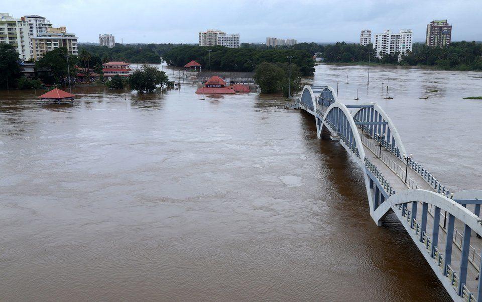 Φονικές πλημμύρες και πυρκαγιές που έσπασαν κάθε ρεκόρ σε όλο τον κόσμο το φετινό