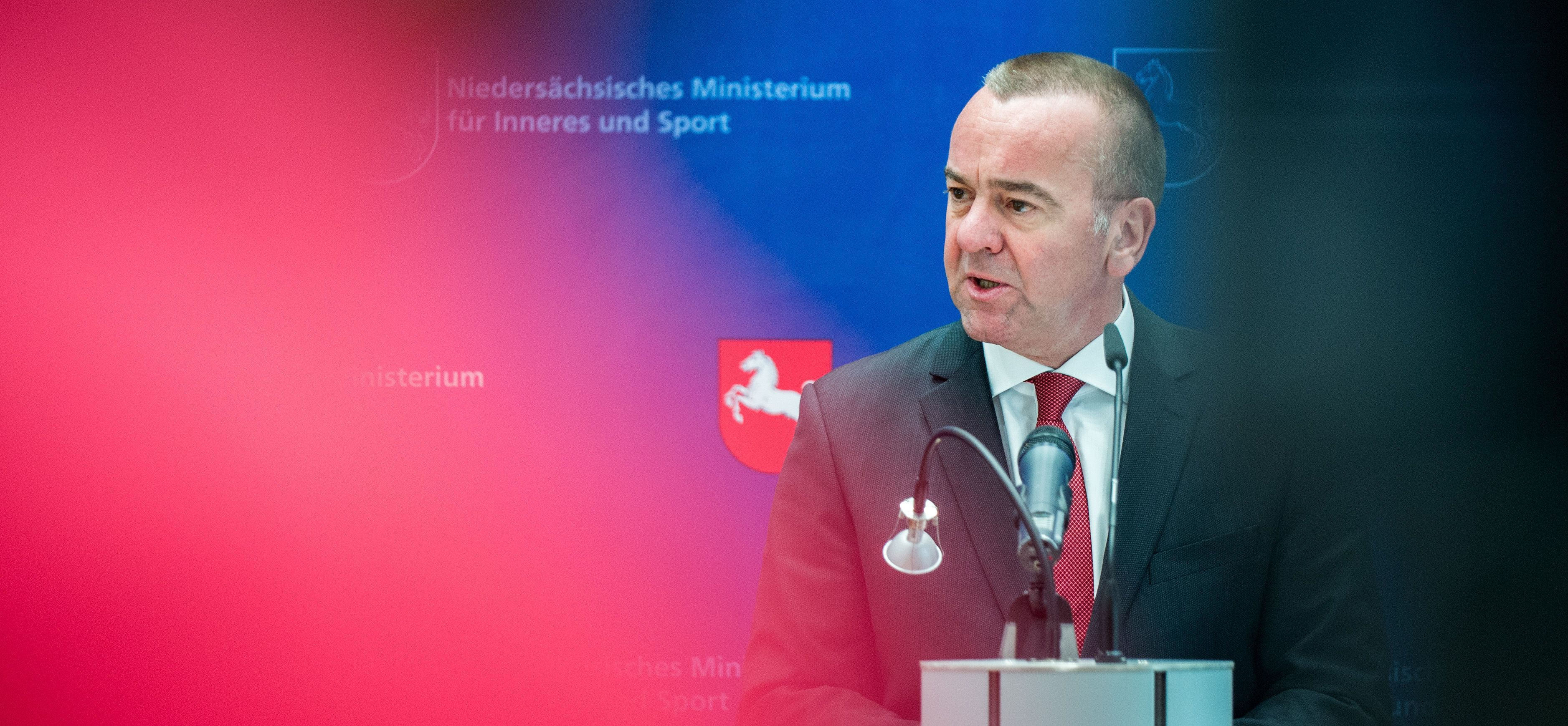 Top-News To Go: Niedersachsens Innenminister kritisiert Flüchtlingspolitik als