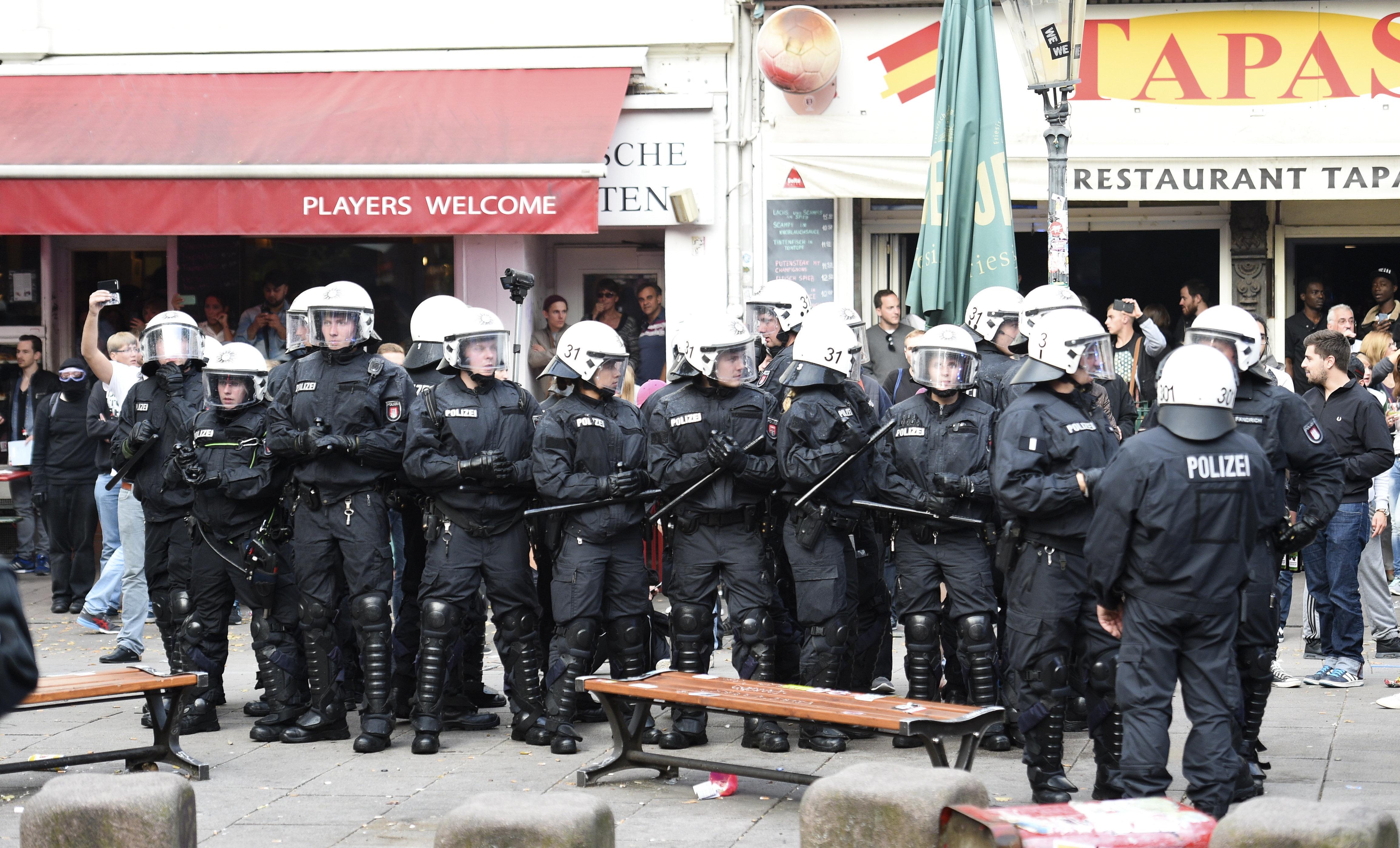 Βερολίνο: Τραυματισμός αστυνομικού στη διάρκεια συγκρούσεων νεοναζιστών με