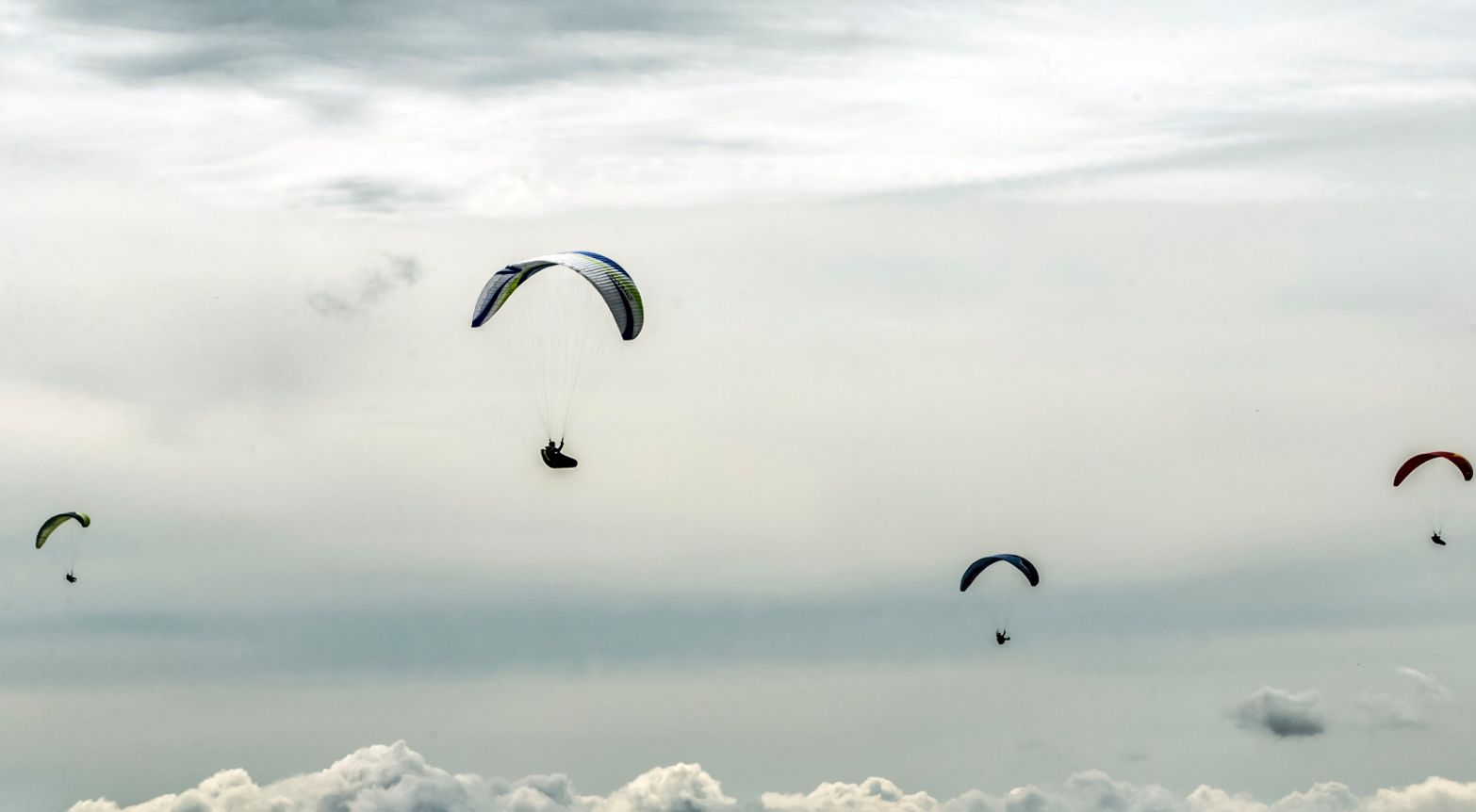 British Paraglider Dies After Mid-Air Collision With Another Pilot During